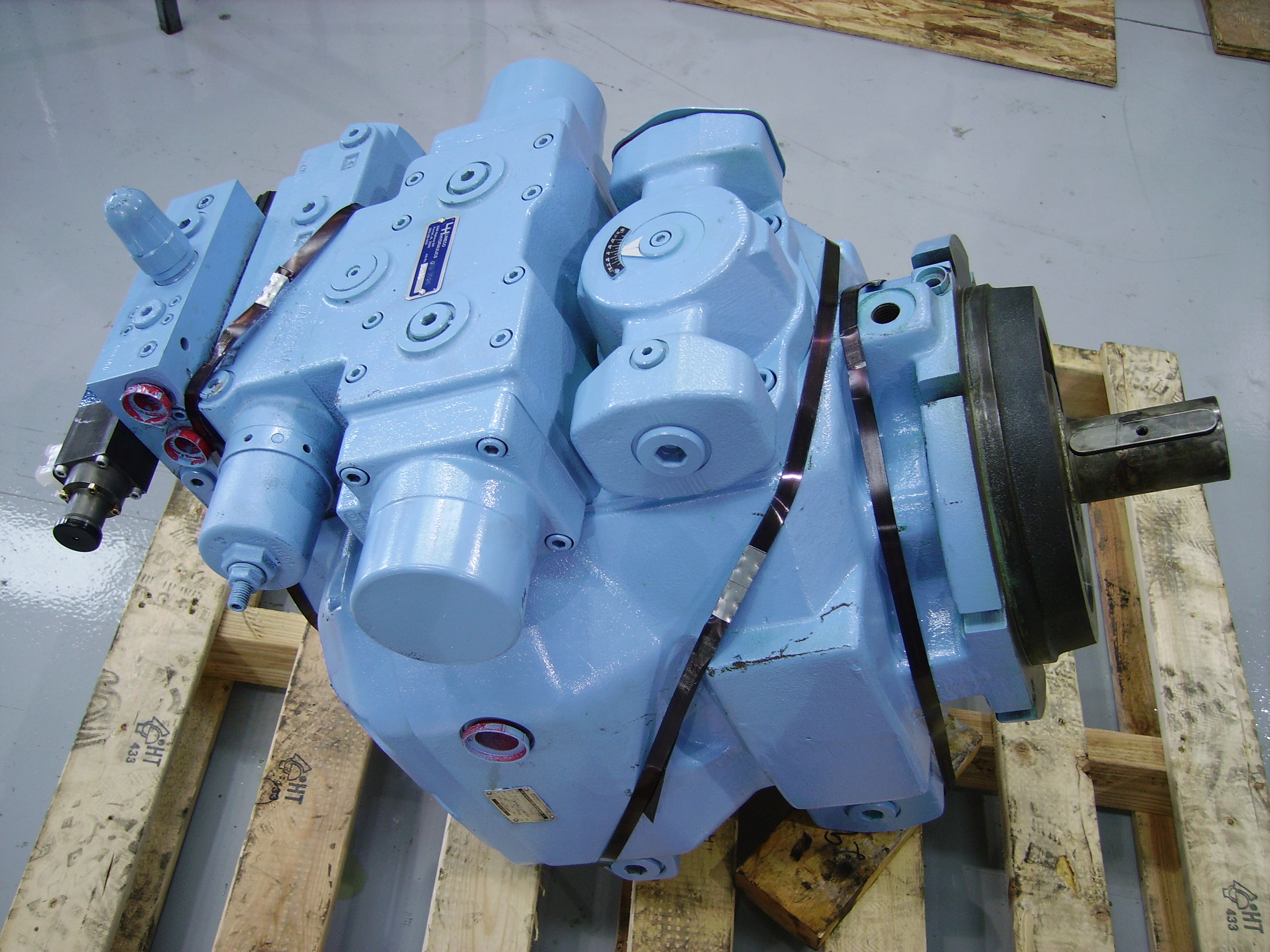 LARGE HYDRAULIC PUMP REBUILDING