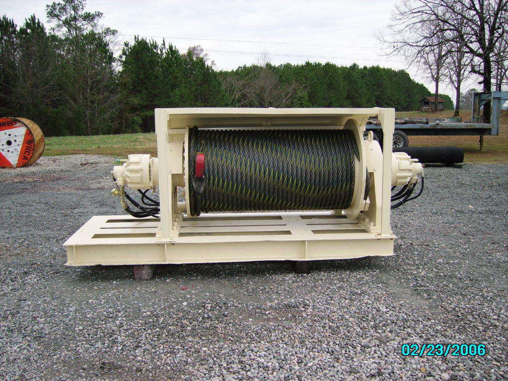 LARGE HYDRAULIC WINCH COMPLETELY REFURBISHED.